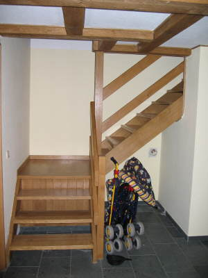 geschosstreppe holz gel nder f r au en. Black Bedroom Furniture Sets. Home Design Ideas